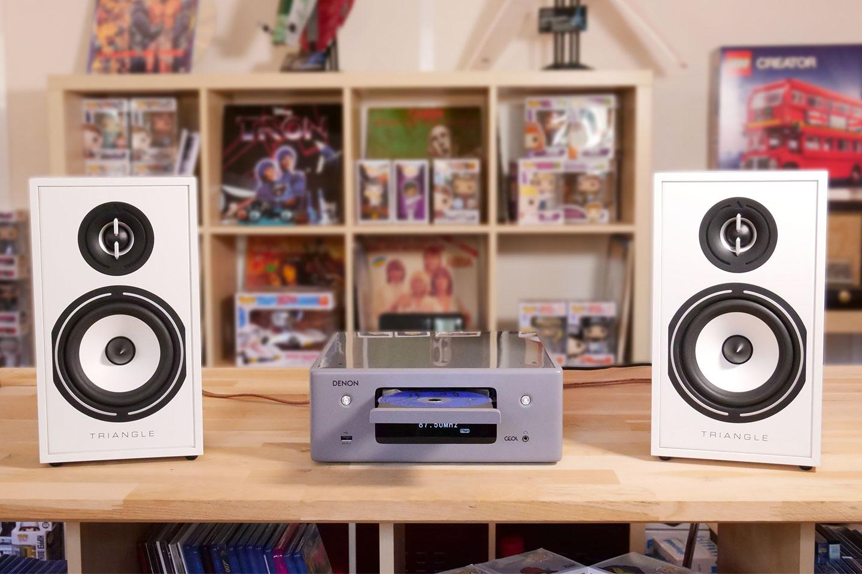 Créer une mini-chaine HiFi compacte, musicale et connectée avec l'ampli Denon CEOL N11 et les enceintes bibliothèques Triangle BR02