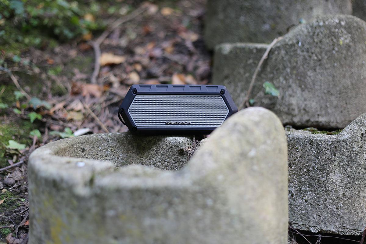 La Soundcast VG1 l'enceinte nomade, robuste et résistante aux chocs et aux éclaboussures.