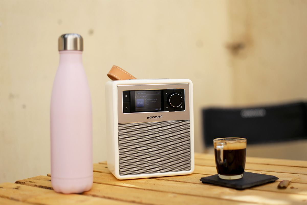 La Sonoro Easy est un poste de radio moderne avec sa réception FM, DAB+ et Bluetooth.